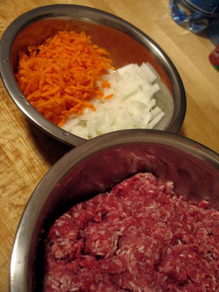 Фарш, морковь лук и рис