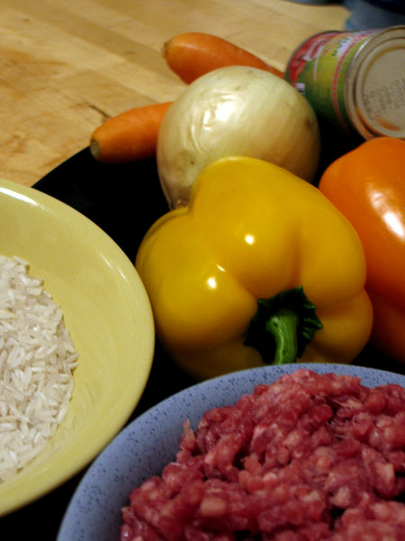 Перцы, фарш, рис, лук, морковь и томатная паста