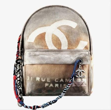 Звезды в восторге от рюкзака Chanel — фото 1