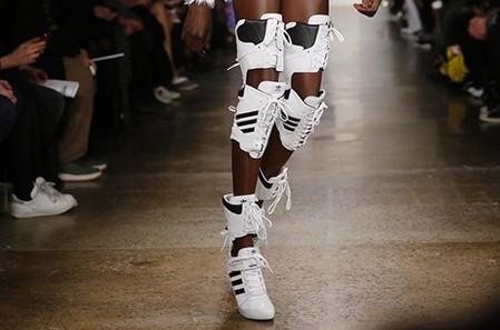 Кроссовки на каблуках. Забавно и модно — фото 3