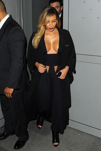 Новый звездный тренд - полуобнаженная грудь — фото 2