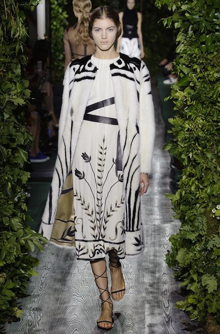 Неординарные коллекции Haute Couture осень-зима 2014-2015 на неделе высокой моды в Париже — фото 12