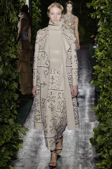 Неординарные коллекции Haute Couture осень-зима 2014-2015 на неделе высокой моды в Париже — фото 35
