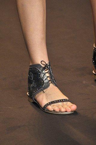 Модная обувь лета 2011: между высоким и низким — фото 1