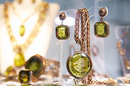 На выставке-продаже «Бижутерия от винтажа до наших дней» представят уникальные украшения art-a-porter от Лоры Делуксарт (Lora Delooksart) — фото 5