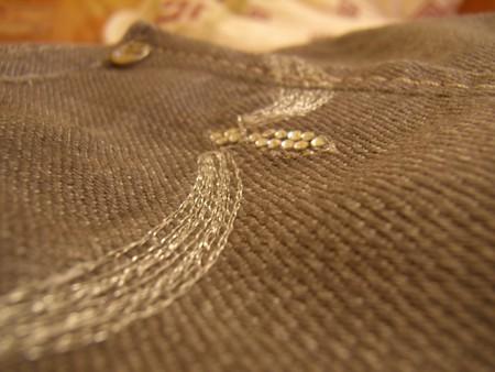 стразы на заднем кармане