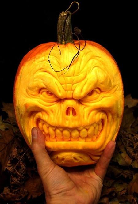Современный символ Хэллоуина в лицах скульптур Рэя Виллафэйна — фото 2