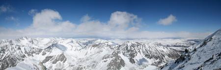Тот же массив, но с монгольской стороны, в левом углу — озеро Хубсугул.