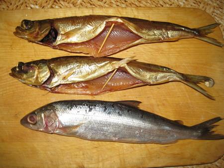Вот, верхние две рыбины, как раз холодного копчения, вкус, ногти обглодаеш.