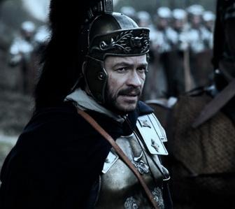 """""""в строю — он наш брат, на пьянке — он наш отец, в бою — он наш бог и мы ему молимся..!"""" <strong>Д.Уэст… хорошо исполненная роль</strong>"""