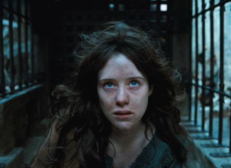 … ведьма… в исполнении Клер Фой..