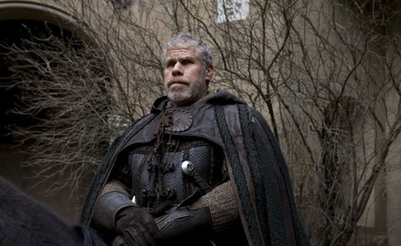 в роли рыцаря, друг главного героя...