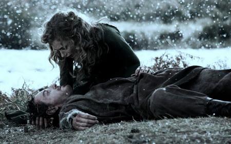 а там… и падающий снег… и поцелуй..