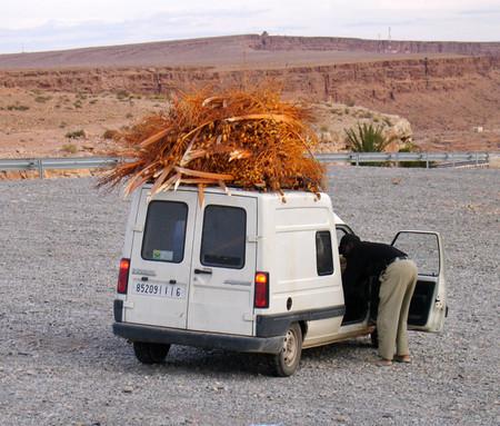 транспорт, машины в марокко могу заметить не очень хорошие