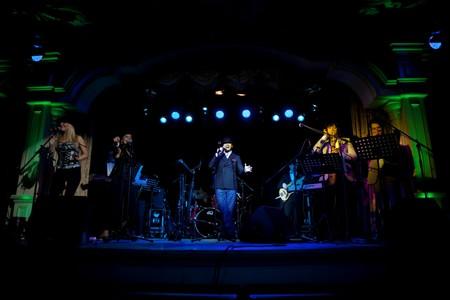 Энди Уильямс Шоу в исполнении группы Пилотаж. — фото 1