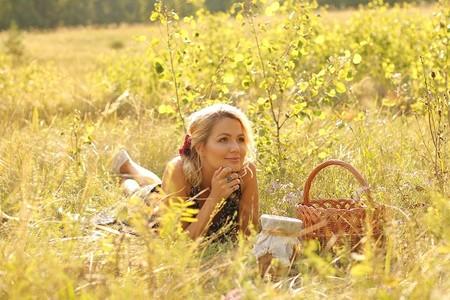 Eva Mayer Представила Новый Поэтический Альбом «ME» — фото 1