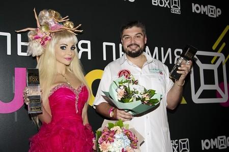 Долгожданная победа Русской Барби и доктора Шадского на премии Musicbox 2018 — фото 1