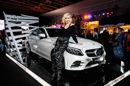 Полина Гагарина выступила на открытии 37-го сезона Mercedes-Benz Fashion Week Russia — фото 1