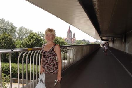 Выходим из метро на мост
