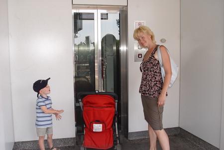 Метро. Везде есть лифты