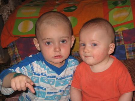 Стасику 2 года и 2 месяца, а Ярославчику — только 6 месяцев.