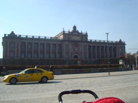 Это и есть дворец Швеции (извеняюсь за качество)