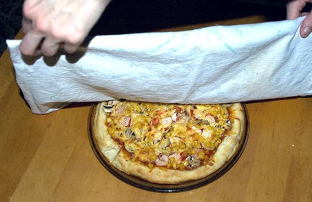 Домашняя пицца с ветчиной, крабовыми палочками, кукурузой и грибами — фото 13