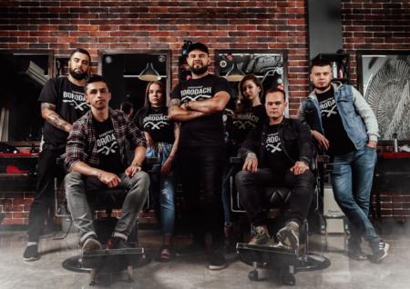 Компания «Амадей Принт» продолжает сотрудничество с сетью барбершопов «BORODACH» — фото 1