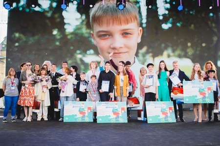 Звезды назвали лучших юных чтецов русской прозы в мире — фото 1