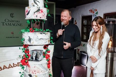 Свадьба Константина Ивлева и Валерии Куденковой запомнилась гостям шикарным шоу-тортом — фото 1