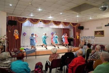 Выступления ансамбля танца перед ветеранами – коллектив проводит благотворительные концерты — фото 1