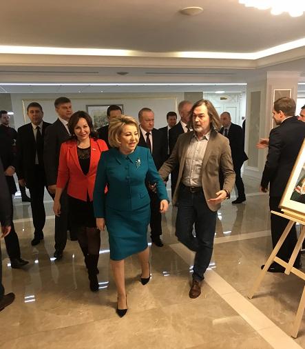 Никас Сафронов провел выставку «Наша эпоха в лицах современников» в Совете Федерации — фото 1