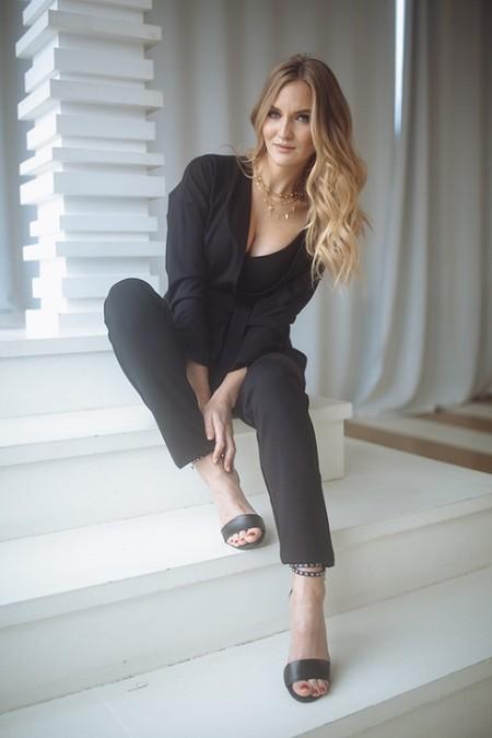 Покоряя женские сердца: чем предприниматель и дизайнер Марта Фролова вдохновляется при создании коллекции одежды — фото 1