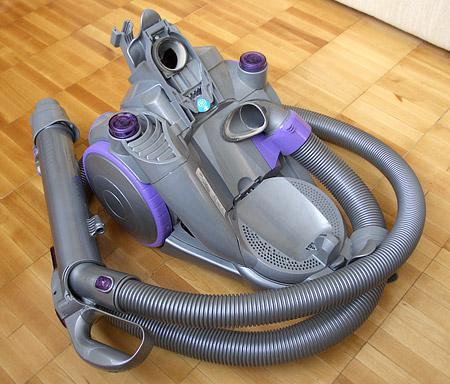 Пылесос Dyson DC08 Animalpro. Обычная физика в необычной форме помогает наводить идеальную чистоту — фото 8