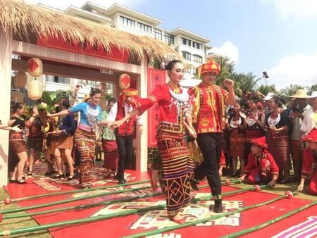 Праздник Саньюэсань провели в Хайнаньском автономном уезде Линшуй-Ли — фото 1