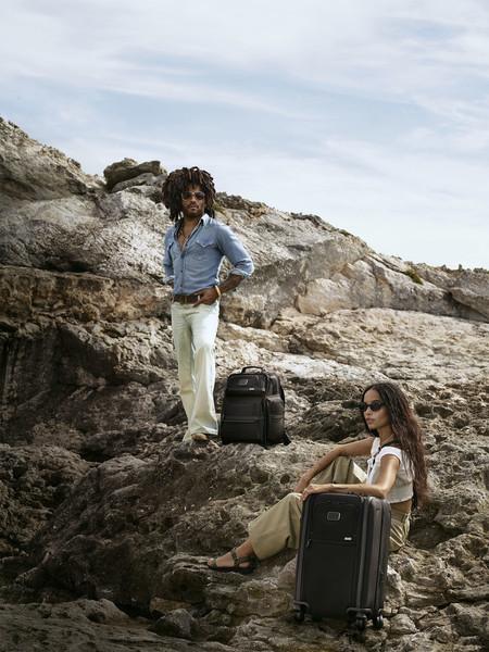 Рекламную кампанию с участием Ленни и Зои Кравиц запустила TUMI — фото 1