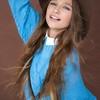 Лиза Анохина выпустила новую песню «Тут и там»
