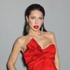 Украинская топ-модель поддерживает британский тренд в День Святого Валентина