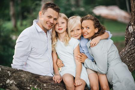 Дмитрий Ланской ради семьи пешком идет из Латвии в Россию — фото 1