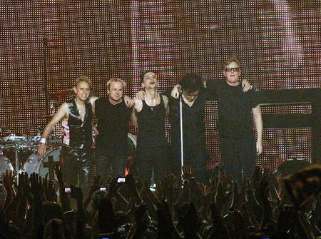 Вселенское ожидание. Концерт Depeche Mode в Санкт-Петербурге. — фото 12