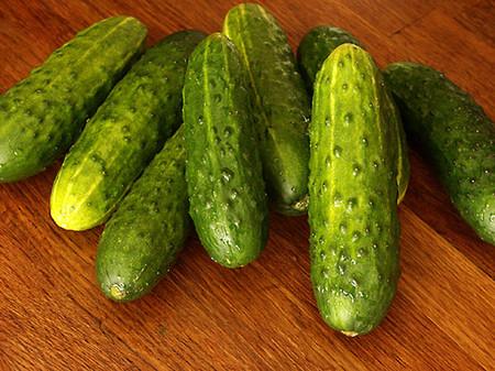 Окрошка в блюде из свежих овощей — фото 7