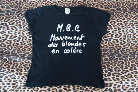 "Одна из маек купленная мной на распродаже в <a href=""http://monemo.ru/brand/zara/"">Zara</a>"