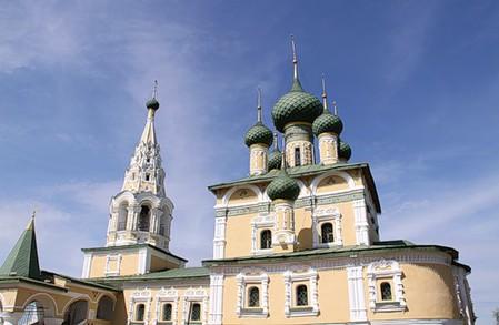 церковь Рождества Иоанна Предтечи, расположена напротив Воскресенского монастыря