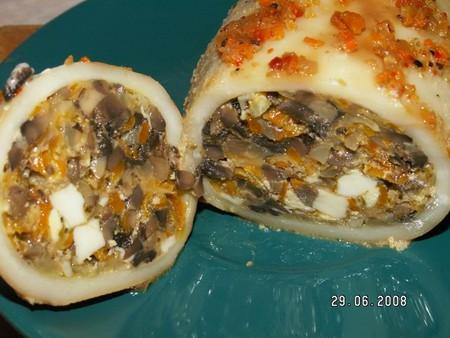 Рецепт фаршированных кальмаров с грибами и сыром — фото 1