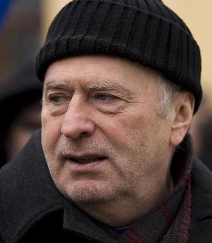 И даже г-н Жириновский сменил кепку на шерстяную шапку… Стареет...