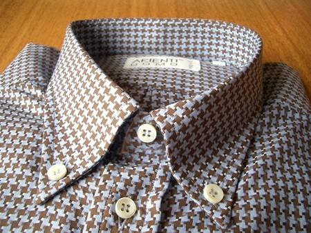 Высокий воротник — один из фирменных элементов сорочки ARIENTI