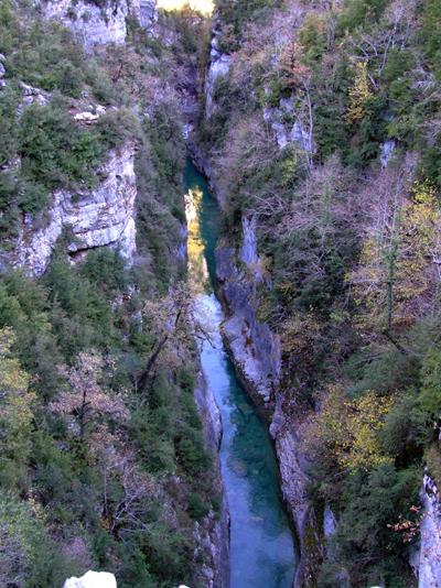 Вид на каньон с мостика