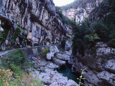 Дорога вдоль каньона
