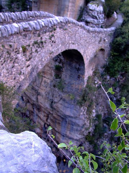 Мостик поражает больше каньона