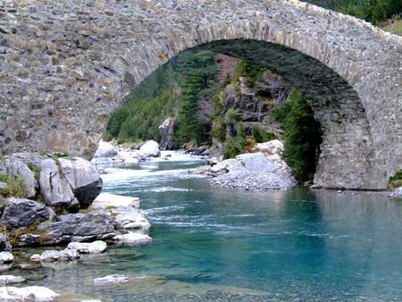 Мост через реку Ара — не чета современным